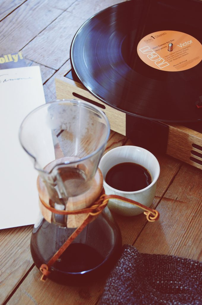 Coffee and music: A good way to make the day better!